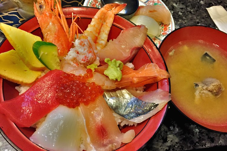 【13:42】近江町市場 並んで食べた海鮮丼。
